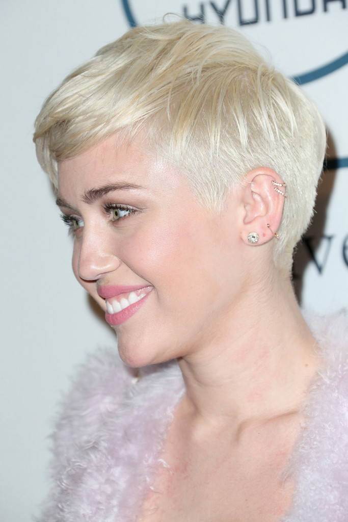 Mileys-New-Platinum-Blonde-Hair-Color-ombrehair org